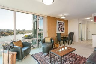"""Photo 7: 1905 1033 MARINASIDE Crescent in Vancouver: Yaletown Condo for sale in """"Quaywest"""" (Vancouver West)  : MLS®# R2381839"""