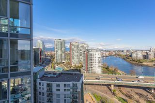 """Photo 3: 1905 1033 MARINASIDE Crescent in Vancouver: Yaletown Condo for sale in """"Quaywest"""" (Vancouver West)  : MLS®# R2381839"""