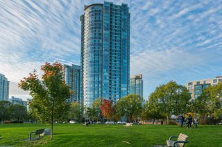 """Photo 20: 1905 1033 MARINASIDE Crescent in Vancouver: Yaletown Condo for sale in """"Quaywest"""" (Vancouver West)  : MLS®# R2381839"""
