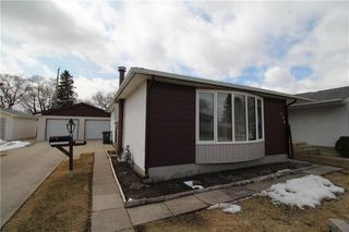 Photo 2: 132 Vryenhoek Crescent in Winnipeg: Residential for sale (3F)  : MLS®# 202005881
