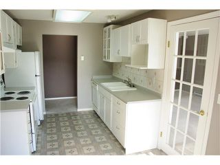 """Photo 2: 301 2439 WILSON Avenue in Port Coquitlam: Central Pt Coquitlam Condo for sale in """"AVEBURY POINT"""" : MLS®# V897147"""