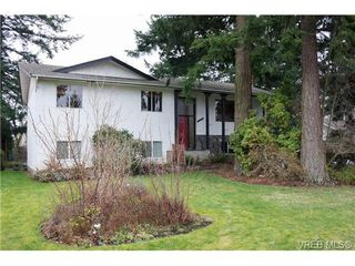 Photo 1: 4169 BRACKEN Ave in VICTORIA: SE Lake Hill Single Family Detached for sale (Saanich East)  : MLS®# 662171
