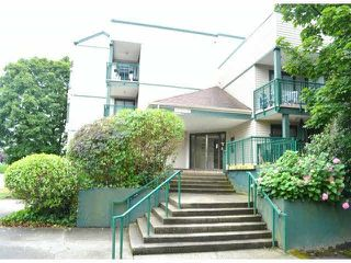 """Photo 3: 208 20454 53RD Avenue in Langley: Langley City Condo for sale in """"RIVERS EDGE"""" : MLS®# F1427016"""