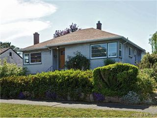 Photo 1: 2544 Shakespeare St in VICTORIA: Vi Oaklands Single Family Detached for sale (Victoria)  : MLS®# 702411