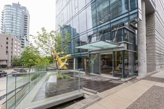 "Photo 3: 1501 1499 W PENDER Street in Vancouver: Coal Harbour Condo for sale in ""WEST PENDER PLACE"" (Vancouver West)  : MLS®# R2057520"