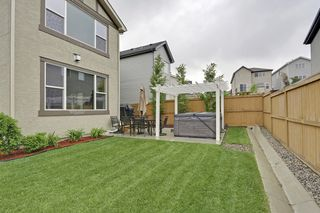 Photo 3: 2 Aspen Hills Manor SW in Calgary: House for sale : MLS®# C3622296