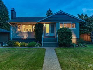 "Photo 16: 8228 17TH Avenue in Burnaby: East Burnaby House for sale in ""Second Street"" (Burnaby East)  : MLS®# R2111734"