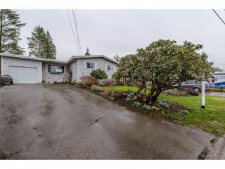 Photo 2: 9618 PAULA Crescent in Chilliwack: Chilliwack E Young-Yale House for sale : MLS®# R2145075