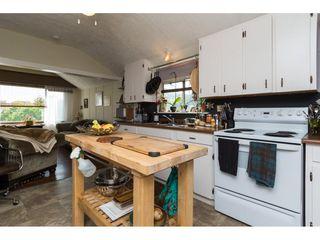 Photo 6: 15576 COLUMBIA Avenue: White Rock House for sale (South Surrey White Rock)  : MLS®# R2153012