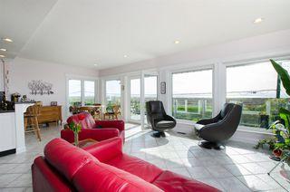 """Photo 3: 8651 SEAFAIR Drive in Richmond: Seafair House for sale in """"Seafair"""" : MLS®# R2160959"""