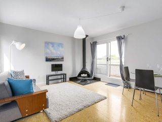 "Photo 2: 58 870 W 7TH Avenue in Vancouver: Fairview VW Townhouse for sale in ""Laurel Court"" (Vancouver West)  : MLS®# R2169394"