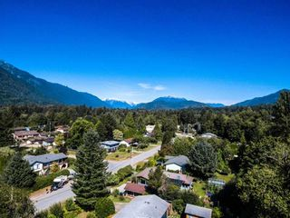 Photo 3: 41520 GRANT Road in Squamish: Brackendale House for sale : MLS®# R2198919