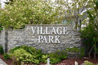 Photo 2: 32 DOUGLASVIEW Park SE in Calgary: Douglasdale/Glen House for sale : MLS®# C4190218