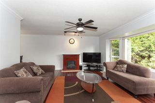 "Photo 5: 5811 ANGUS Place in Surrey: Cloverdale BC House for sale in ""Jersey Hills"" (Cloverdale)  : MLS®# R2326051"