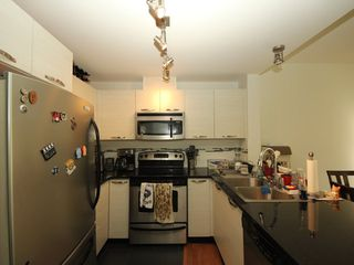 """Photo 5: 314 7418 BYRNEPARK Walk in Burnaby: South Slope Condo for sale in """"Green"""" (Burnaby South)  : MLS®# R2330212"""