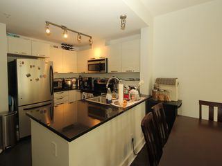 """Photo 4: 314 7418 BYRNEPARK Walk in Burnaby: South Slope Condo for sale in """"Green"""" (Burnaby South)  : MLS®# R2330212"""