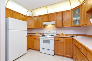 """Photo 5: 608 70 RICHMOND Street in New Westminster: Fraserview NW Condo for sale in """"GOVERNOR'S COURT"""" : MLS®# R2335664"""