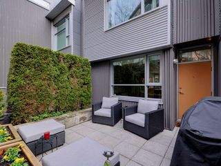"Photo 9: 2711 PRINCE EDWARD Street in Vancouver: Mount Pleasant VE Townhouse for sale in ""UNO"" (Vancouver East)  : MLS®# R2336793"