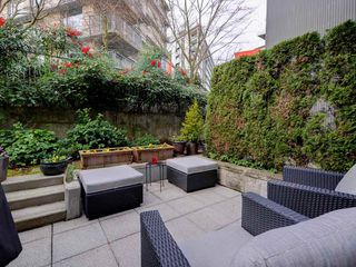 "Photo 8: 2711 PRINCE EDWARD Street in Vancouver: Mount Pleasant VE Townhouse for sale in ""UNO"" (Vancouver East)  : MLS®# R2336793"