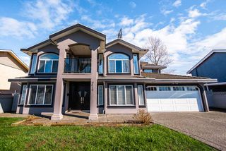 Main Photo: 6616 124A Street in Surrey: West Newton House for sale : MLS®# R2352952