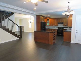 """Photo 4: 46230 KERMODE Crescent in Sardis: Promontory House for sale in """"Bear Creek"""" : MLS®# R2354820"""