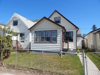 Photo 1: 981 Selkirk Avenue in Winnipeg: House for sale : MLS®# 1813192