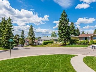 Photo 2: 5204 BAINES Road NW in Calgary: Brentwood Detached for sale : MLS®# C4253747