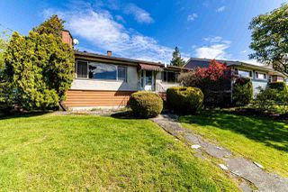 Photo 3: 4505 CLINTON Street in Burnaby: South Slope House for sale (Burnaby South)  : MLS®# R2453593