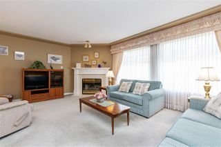 """Photo 2: 29 9168 FLEETWOOD Way in Surrey: Fleetwood Tynehead Townhouse for sale in """"THE FOUNTAINS"""" : MLS®# R2454853"""
