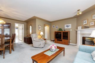 """Photo 3: 29 9168 FLEETWOOD Way in Surrey: Fleetwood Tynehead Townhouse for sale in """"THE FOUNTAINS"""" : MLS®# R2454853"""