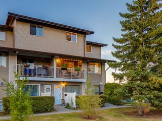 Main Photo: 621 200 BROOKPARK Drive SW in Calgary: Braeside Row/Townhouse for sale : MLS®# A1032014