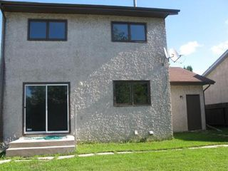 Photo 2: 62 THURLBY RD in Winnipeg: Residential for sale (Canada)  : MLS®# 1017900