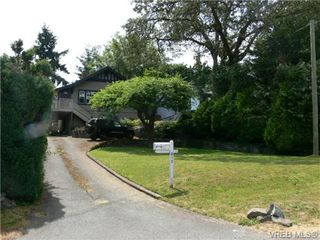 Photo 2: 615 Kent Rd in VICTORIA: SW Tillicum Single Family Detached for sale (Saanich West)  : MLS®# 686398
