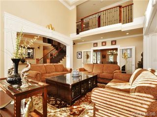 Photo 3: 804 Alvarado Terr in VICTORIA: SE Cordova Bay Single Family Detached for sale (Saanich East)  : MLS®# 722760