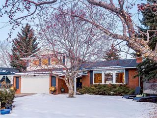 Main Photo: 7016 KENOSEE Place SW in Calgary: Kelvin Grove House for sale : MLS®# C4055215