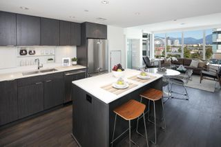 "Photo 2: 910 111 E 1ST Avenue in Vancouver: Mount Pleasant VE Condo for sale in ""Block 100"" (Vancouver East)  : MLS®# R2125894"