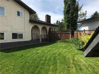 Photo 2: 124 DOVERTHORN Bay SE in Calgary: Dover House for sale : MLS®# C4120719