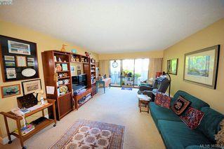 Photo 4: 303 1050 Park Blvd in VICTORIA: Vi Fairfield West Condo for sale (Victoria)  : MLS®# 770112