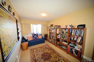 Photo 7: 303 1050 Park Blvd in VICTORIA: Vi Fairfield West Condo for sale (Victoria)  : MLS®# 770112