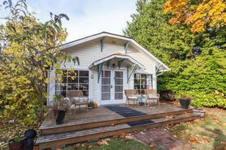"Photo 2: 2873 MCKENZIE Avenue in Surrey: Crescent Bch Ocean Pk. House for sale in ""CRESCENT BEACH"" (South Surrey White Rock)  : MLS®# R2218182"