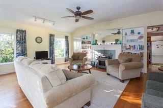 "Photo 3: 2873 MCKENZIE Avenue in Surrey: Crescent Bch Ocean Pk. House for sale in ""CRESCENT BEACH"" (South Surrey White Rock)  : MLS®# R2218182"