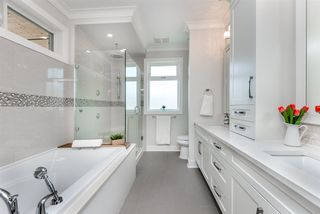 Photo 15: 1423 EDINBURGH Street in New Westminster: West End NW House for sale : MLS®# R2262380