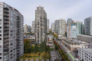 "Photo 3: 1709 928 BEATTY Street in Vancouver: Yaletown Condo for sale in ""YALETOWN"" (Vancouver West)  : MLS®# R2313221"
