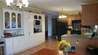 """Photo 3: 95 41168 LOUGHEED Highway in Mission: Dewdney Deroche Manufactured Home for sale in """"Oasis Estates"""" : MLS®# R2347242"""