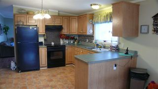 """Photo 2: 95 41168 LOUGHEED Highway in Mission: Dewdney Deroche Manufactured Home for sale in """"Oasis Estates"""" : MLS®# R2347242"""