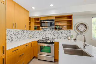 Photo 10: 2525 WOODLAND Drive in Vancouver: Grandview Woodland Townhouse for sale (Vancouver East)  : MLS®# R2355354