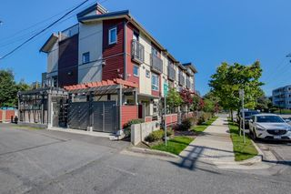 Main Photo: 2525 WOODLAND Drive in Vancouver: Grandview VE Townhouse for sale (Vancouver East)  : MLS®# R2355354