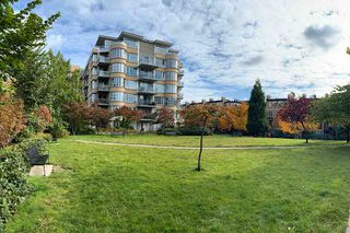 Main Photo: 313 2655 CRANBERRY Drive in Vancouver: Kitsilano Condo for sale (Vancouver West)  : MLS®# R2415074