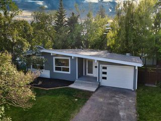 Photo 1: 7411 7 Street SW in Calgary: Kingsland Detached for sale : MLS®# A1021335