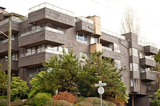 Photo 1: 201 114 E Windsor Road in North Vancouver: Upper Lonsdale Condo for sale : MLS®# V938368